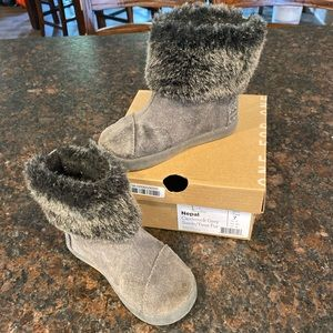 Baby TOMS boots
